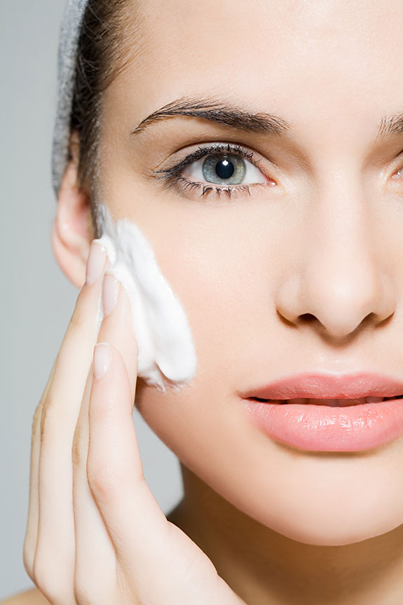Skin-care habits you MUST avoid - Source: http://secretsales-blog.s3.amazonaws.com/2013/04/Clarins_skincare_tried_and_tested.jpg
